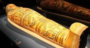 زار شيخ الأهرامات وسمع شخصا يبوح لمومياء فرعون بكلمات غريبة ومؤثرة