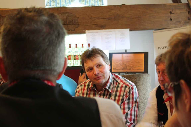 Mostbaron Bernhard Datzberger, der Seppelbauer, ist zu Recht stolz auf seinen Birnencuvée © Copyright Monika Fuchs, TravelWorldOnline