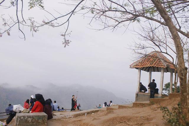 foto suasana puncak kebun buah mangunan