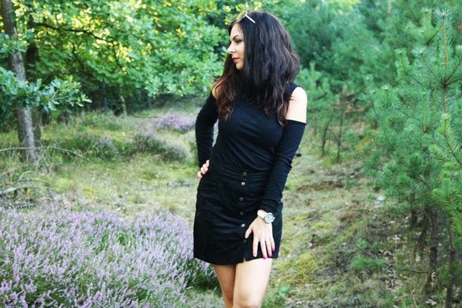 bluzka zodkrytymi ramionami, kobieca stylizacja