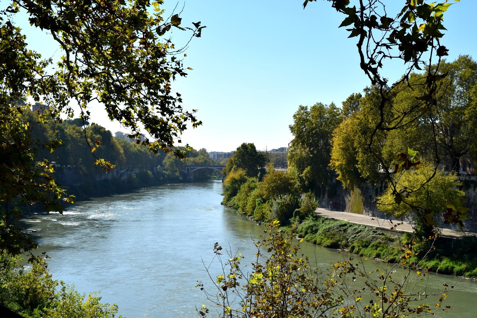 river tiber through rome