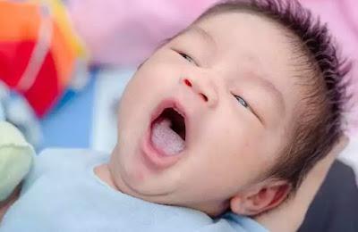 cara mengatasi lidah bayi putih, lidah bayi putih, bayi, ibu hamil,