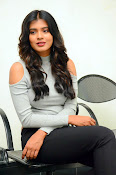 Hebah Patel new dazzling photos-thumbnail-10