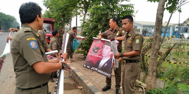 Poster Jokowi dan PDIP Dicopot Satpol PP Kota Tangerang