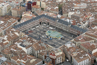 Plaza Mayor de Madrid vista desde arriba. Vista aérea de la Plaza mayor de Madrid