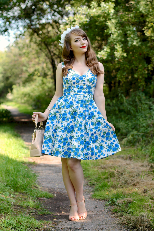 Bed of Roses dress by Wax Poetic review, 50s style vintage floral dress
