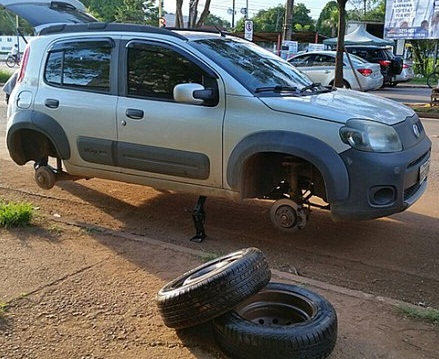 Em Porto Velho motoristas de UBER tem pneus furados e acusam taxistas