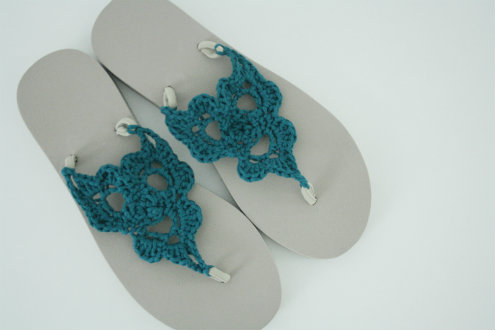 Crochet flip flops, free crochet pattern by Happy in Red