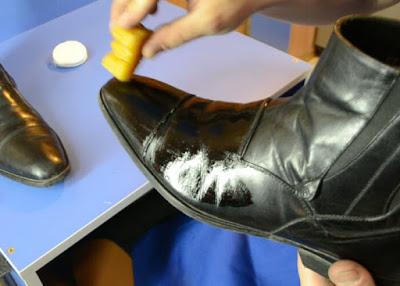 Взуття. Очищення від солі