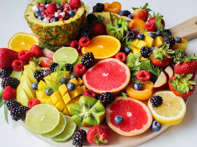 sliced-fruit -on -tray