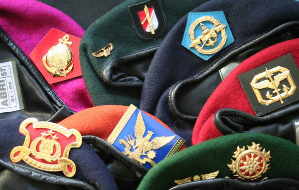 Kenapa Baret TNI Berwarna-warni