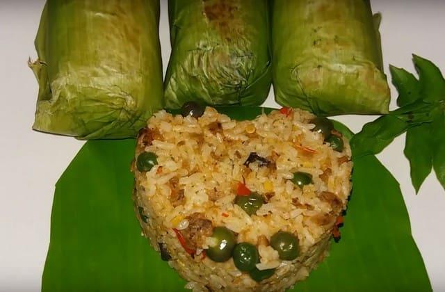 Perpaduan nasi dan oncom serta rempah-rempah khas Sunda sehingga menghasilkan nasi tutug oncom legendaris