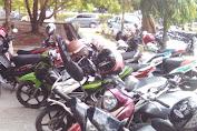 Tempat Parkir Motor Di Kantor Bupati Tidak Aman lagi, Helm Sering Hilang