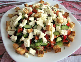 овощной салат с адыгейским сыром и черносливом