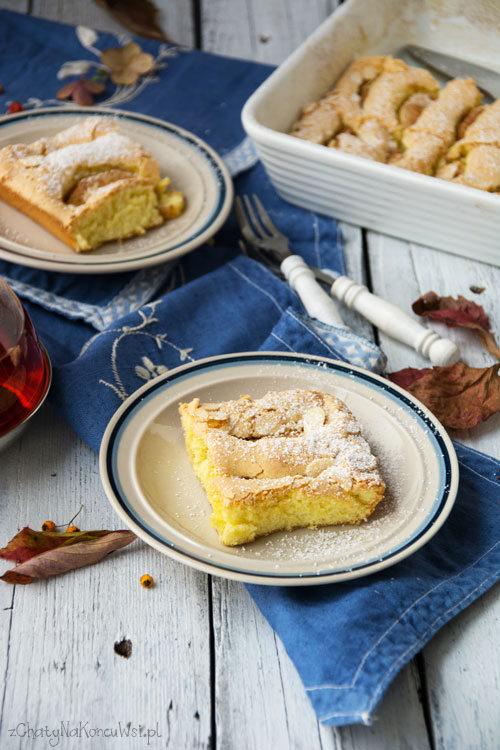 Ciasto biszkoptowe z jabłkami