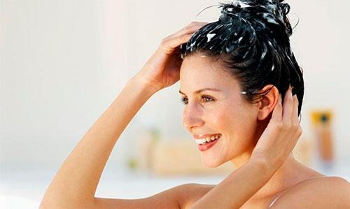Dicas e cuidados para fazer em casa e ter cabelos de salão