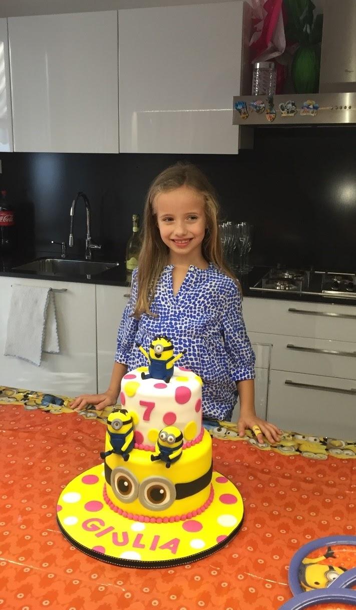 minions polvere di zucchero cake design torta decorata pasta di zucchero torta a piani cake minions