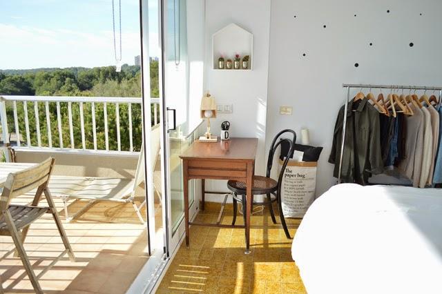 antes-despues-dormitorio-suelo-lamas-autoadhesivas-estilo-nordico