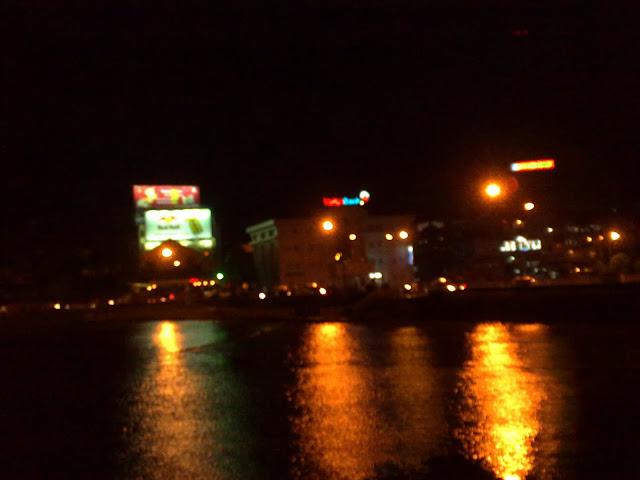 Lago Xuan Huong de noche, Da Lat - Vietnam