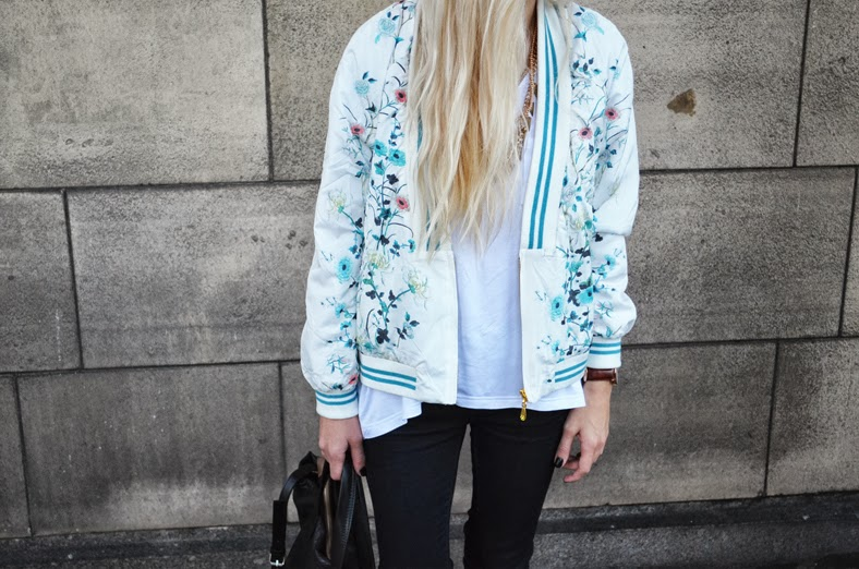ORIENTAL BOMBER JACKET & MINT SNEAKERS