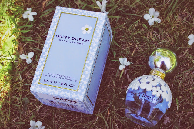 Marc Jacobs Daisy Dream Perfume Blog Review Girl Culture