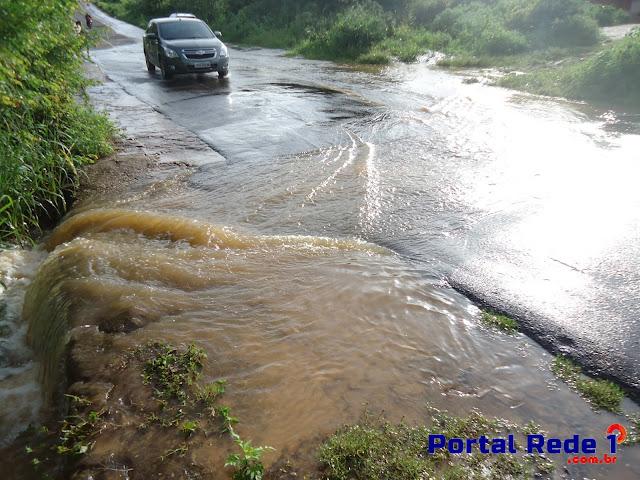 Cheias do Rio Corrente após fortes chuvas em Pedro II