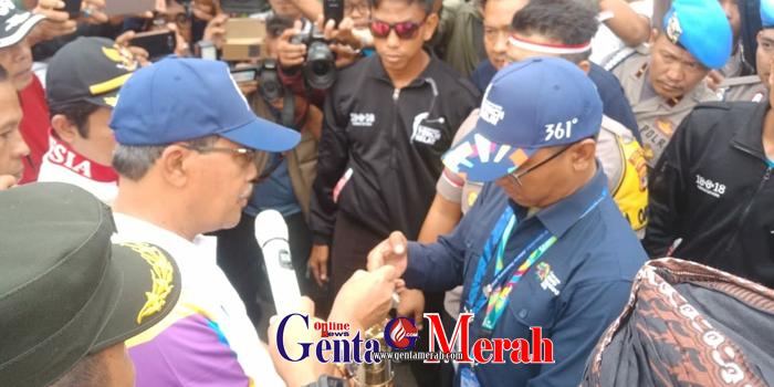 Ribuan Warga Lamteng Tumpah di Tugu Pepadun Sambut Obor Asean Games