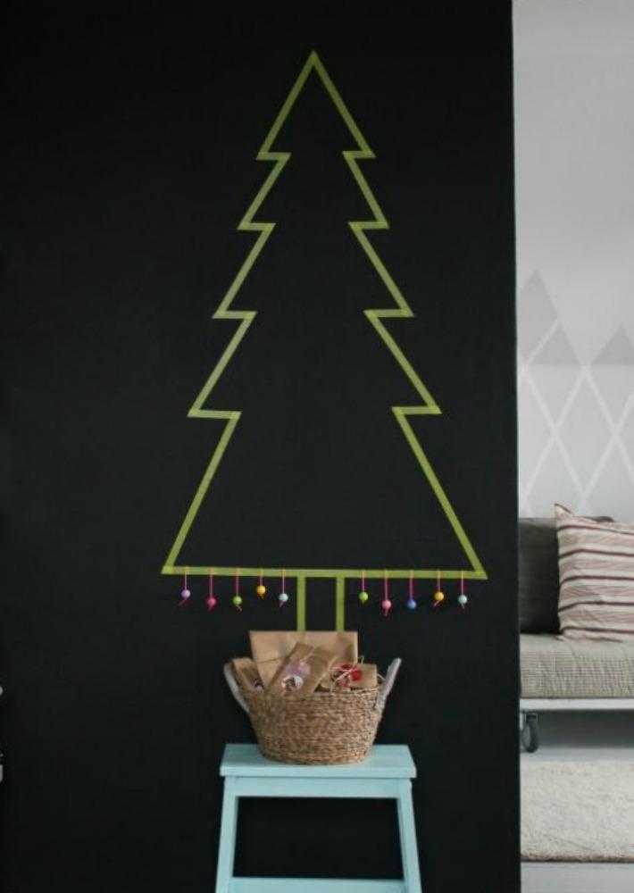 Decoración Fácil: 9 Árboles y decoración de Navidad en una pizarra.