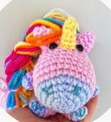 http://happymonkei.blogspot.com.es/2014/06/patron-unicorni-amigurumi.html