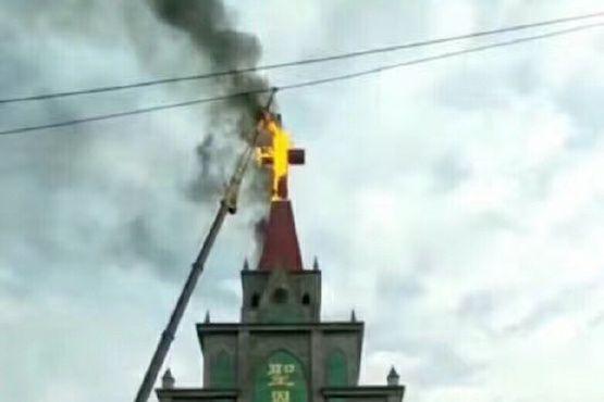 Phép lạ: Thánh Giá bốc cháy khi bị tháo dỡ tại Trung Quốc