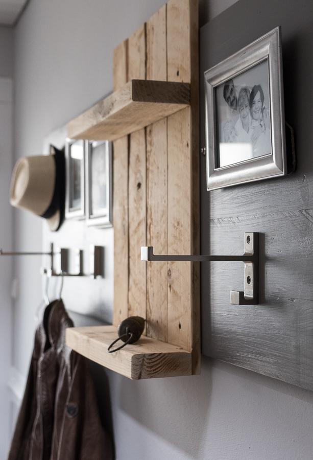 diy wie du in ein paar stunden aus gebrauchten dingen eine garderobe baust. Black Bedroom Furniture Sets. Home Design Ideas