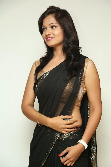actress in saree images