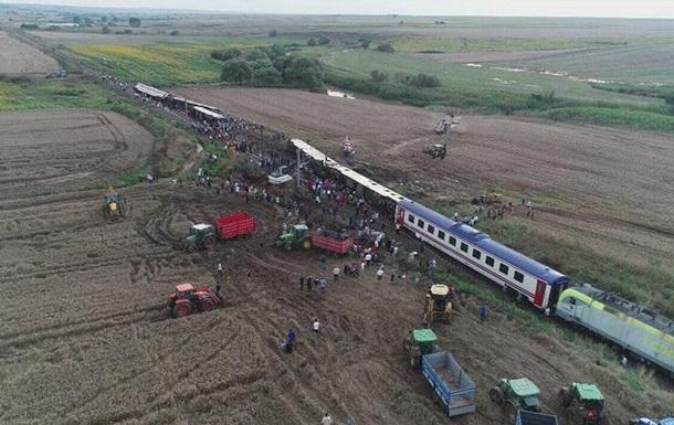 У Туреччині зійшов з колії потяг: десять жертв