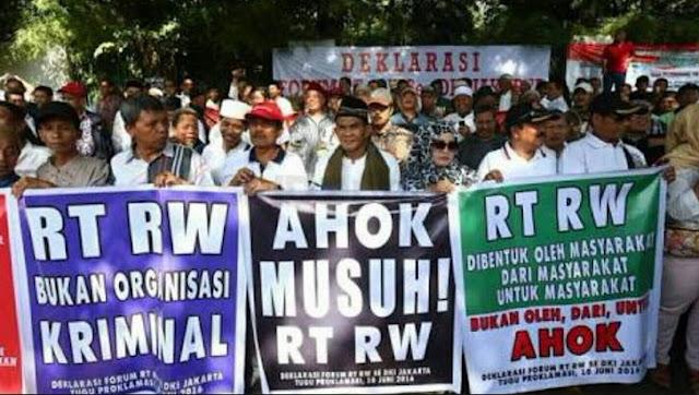 Salah satu aksi yang dilakukan Forum RT RW DKI Jakarta.