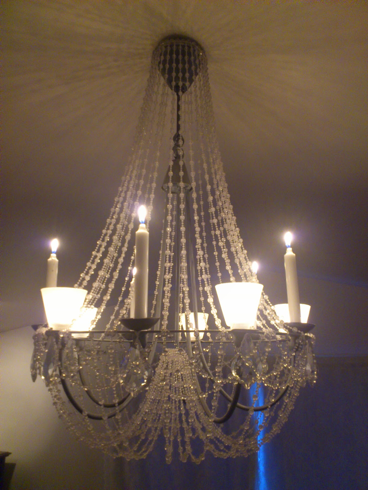Flot Perleblomen: Ikea taklampe blir en flott lysekrone :) JW-37