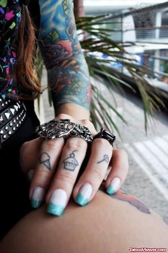 Foto de mujer con un tatuaje de helado