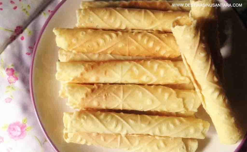 Artikel Kuliner Nusantara tentang sejarah, varian rasa, lokasi, dan bentuk Kue Semprong dari Cimahi bandung jawa barat.