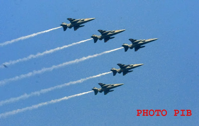 Five planes in arrow formation fly@ 65 Republic Day Parade-2014