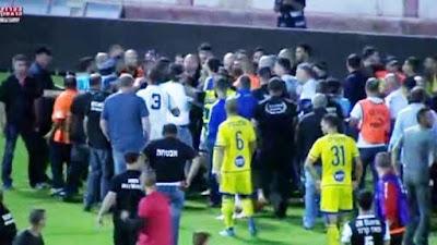 Israel tem futebol com pancadaria