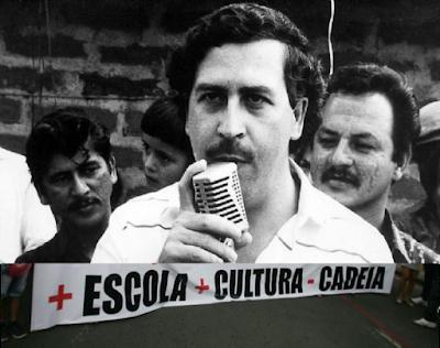 Pablo Escobar sobre faixa que pede mais educação e cultura