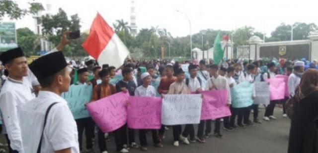 Tinggalkan Prabowo, Santri Bogor Pilih Jokowi Gara-Gara Puisi Fadli Zon