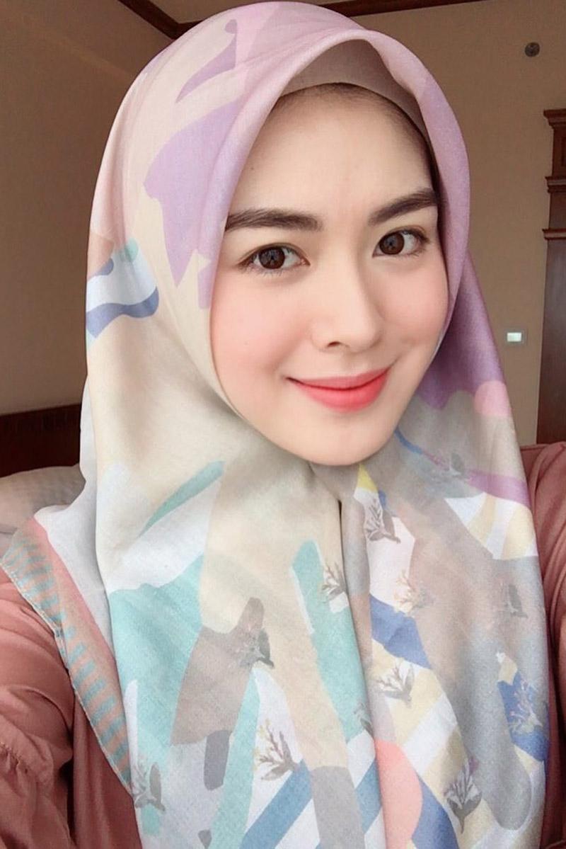 cewek nais ali stebal manis pakai hijab seksi dan