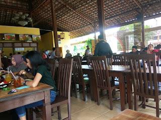 Suasana Rumah Makan Bebek Pak Ndut Samarinda