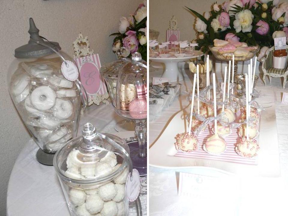 Cake pop et friandises dans bonbonnières.