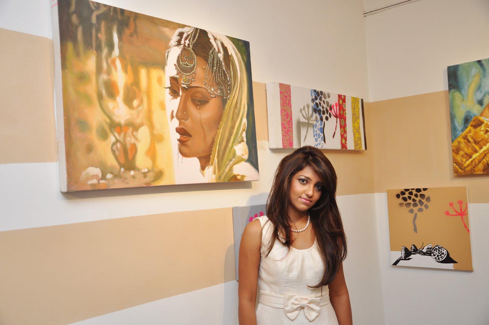 exhibition set up hindi translation