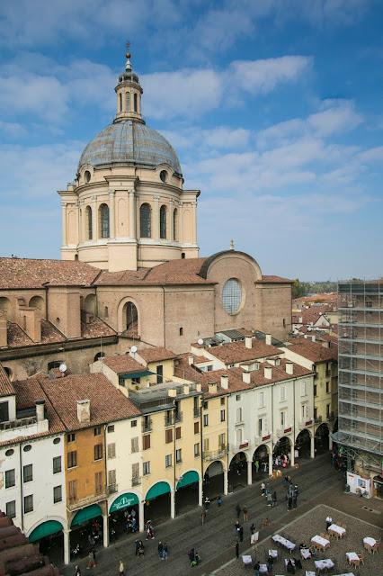 Vista dalla Torre dell'Orologio-Piazza delle Erbe-Mantova