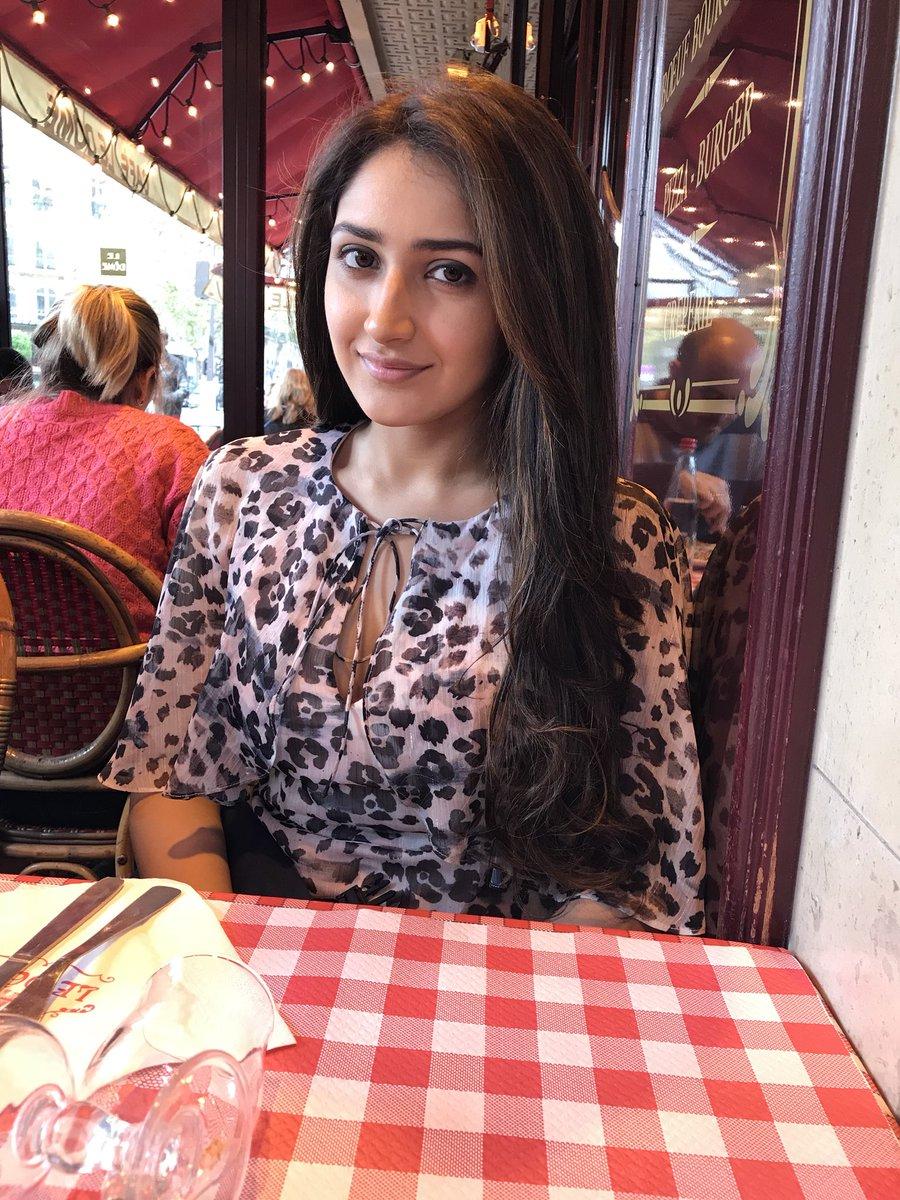 Actress SayyeshaSaighal Latest HD Images