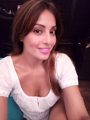 no-baby-right-now-says-bipasha-basu