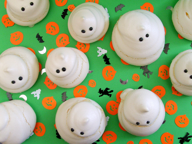 Easy ghost meringues for Halloween