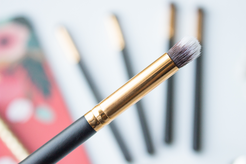 BH Cosmetics Sculpt & Blend Small Round Blending Face Brush